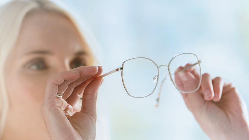 Tròng kính chống tia UV, tia cực tím